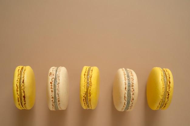 Bolo francês da sobremesa de macarons ou cookies de amêndoa do bolinho de amêndoa.