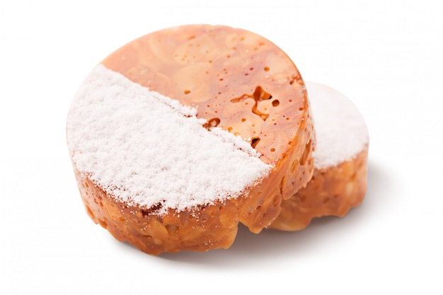Bolo tradicional francês com amêndoa e caramelo