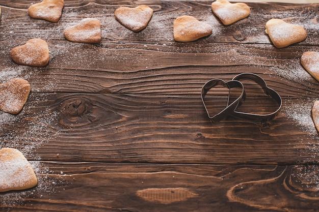 Bolos caseiros, biscoitos perfumados. biscoitos em forma de coração