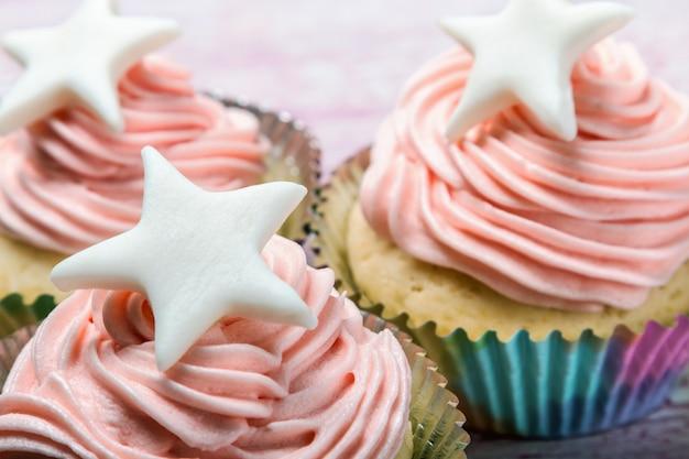 Bolos cupcakes para a celebração do natal