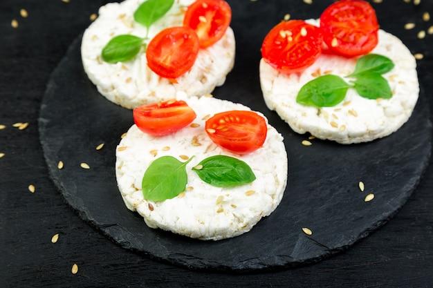 Bolos de arroz saudáveis.