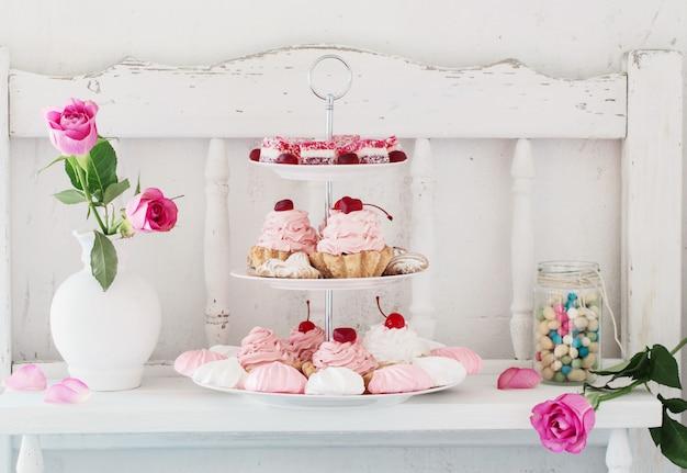Bolos-de-rosa no prato