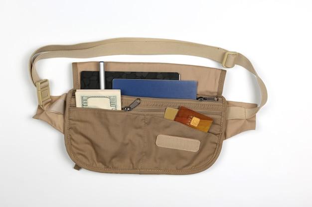 Bolsa de cintura para transporte de documentos isolada