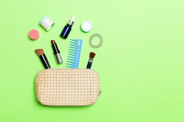 Bolsa de cosméticos com maquiagem produtos de beleza