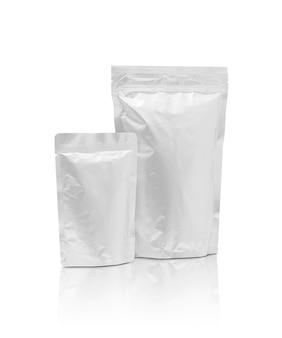 Bolsa de folha de alumínio em branco embalagem isolada