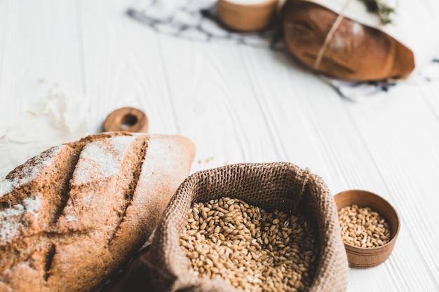 Bolsa de lona com cereais para assar