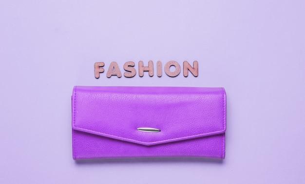 Bolsa rosa em roxo com moda de texto com letras