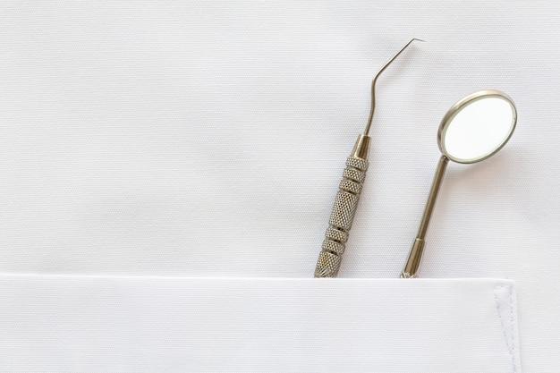 Bolso com ferramentas de dentista