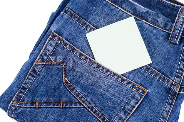 Bolso jeans azul com rótulo em branco
