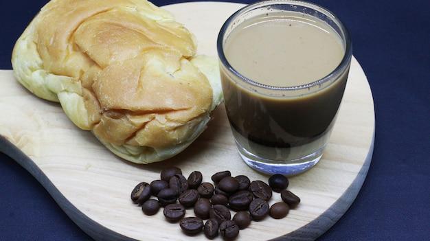 Bom café em grão, café expresso, pão, photoshoot