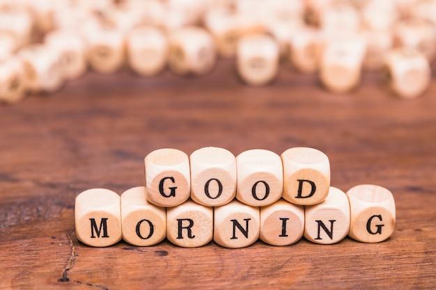 Bom dia carta blocos de madeira