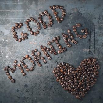 Bom dia, coração dos grãos de café
