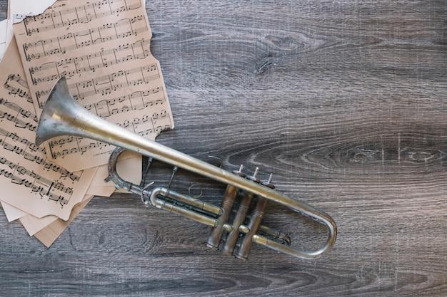 Bom trompete e partituras