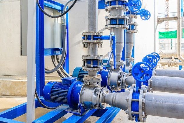 Bomba de água de motor industrial e tubulações de água
