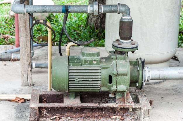 Bomba de água velha