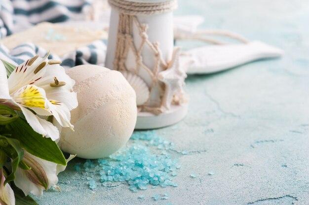 Bomba de banho, sabão e farol decorativo