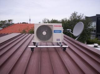 Bomba de calor em um telhado