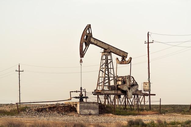 Bomba de óleo em campo