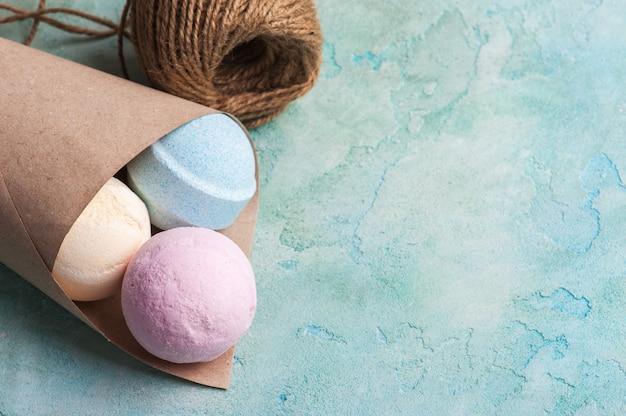 Bombas de banho azuis, baunilha e morango