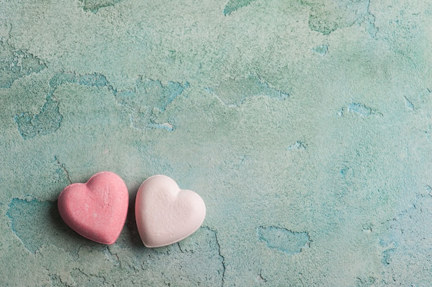 Bombas de banho rosa em forma de coração