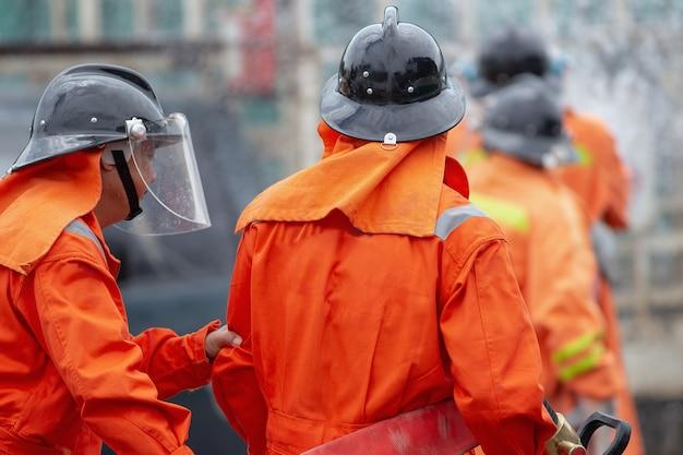 Bombeiros, treinamento, desastre, treinamento, exercício, descrevendo, posto gasolina