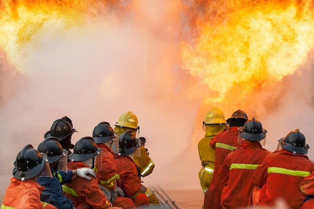 Bombeiros treinando, the employees annual training combate a incêndio