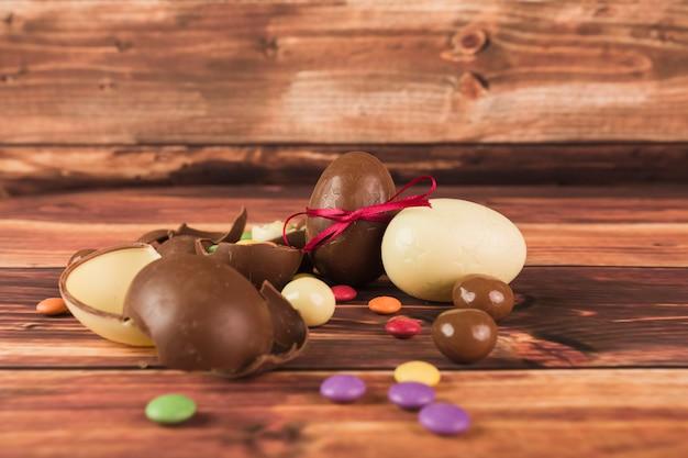 Bombom close-up e ovos de chocolate