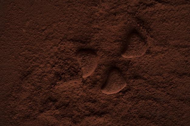 Bombons de chocolate cobertos de pó escuro