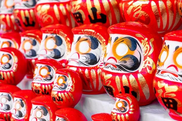 Boneca daruma vermelha japonesa