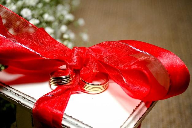 Boneca de biscoito para bolo de casamento e cruz