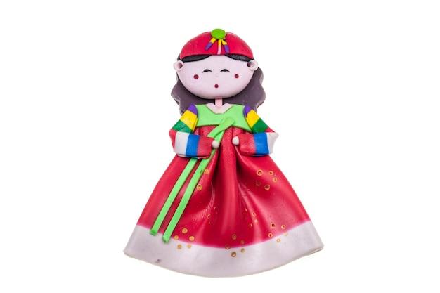 Boneca feminina, lembrança tradicional da coreia, isolada no branco