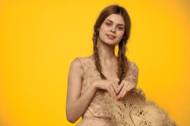 Boneca vintage concurso imagem de uma jovem mulher em um vestido de primavera