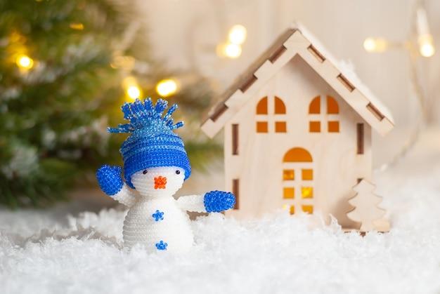 Boneco de neve de decoração de brinquedo de natal com espaço de cópia