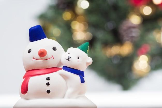 Boneco de neve e árvore de natal. natal