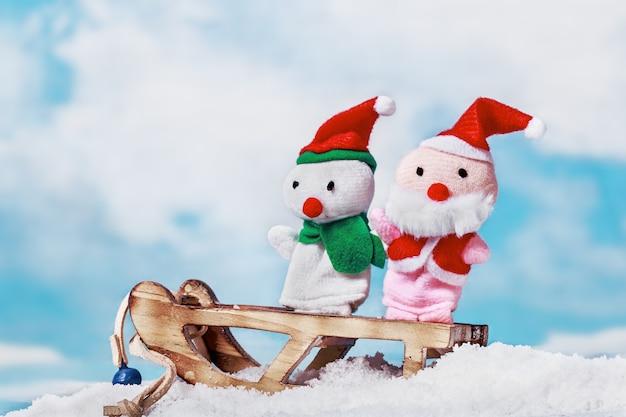 Boneco de neve e brinquedo de papai noel