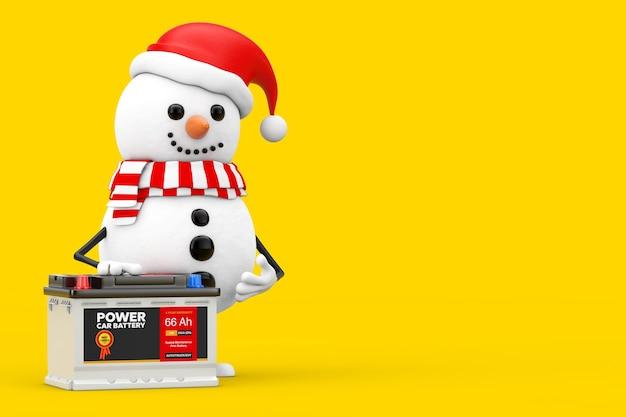 Boneco de neve no mascote do personagem de chapéu de papai noel e acumulador de bateria 12v recarregável de carro com rótulo abstrato em um fundo amarelo. renderização 3d