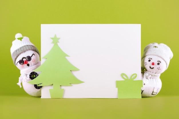 Bonecos de neve de tecido de natal em verde