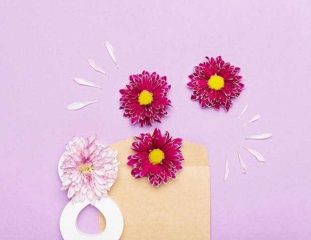 Bonito arranjo de flores para o dia da mulher