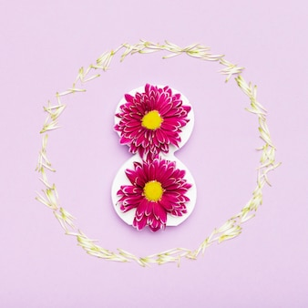 Bonito arranjo de moldura de flor