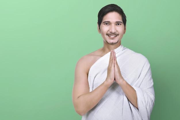 Bonito, asiático, muçulmano, com, ihram, roupas, ficar
