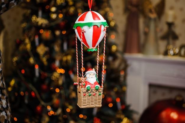 Bonito brinquedo de decoração de árvore de natal em forma de papai noel