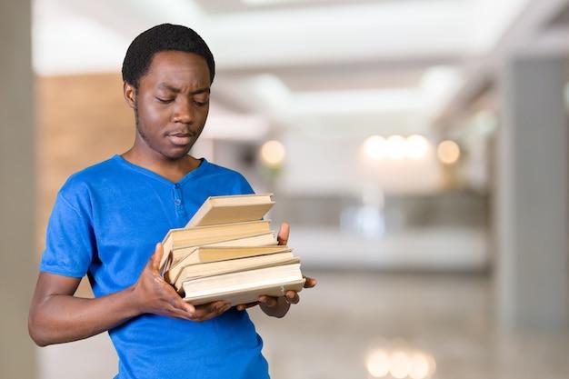 Bonito, homem americano africano, com, livros