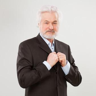 Bonito homem idoso com barba