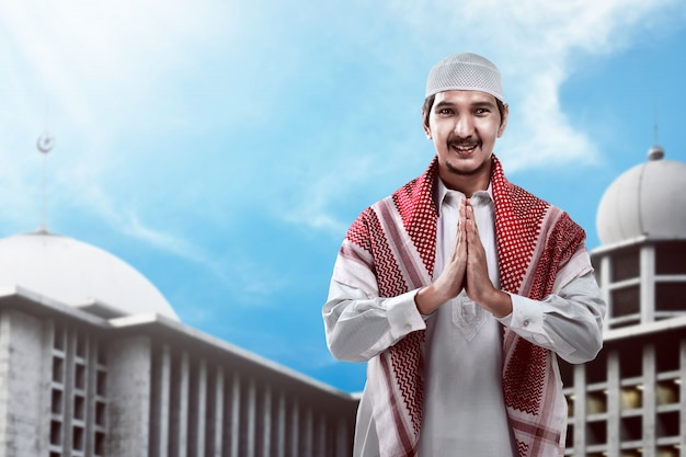Bonito homem muçulmano