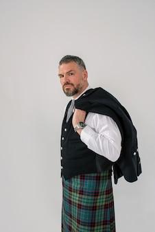 Bonito, maduro, corajoso, elegante, homem, escocês, de kilt e, terno, estilo, estilo, vida, cultura