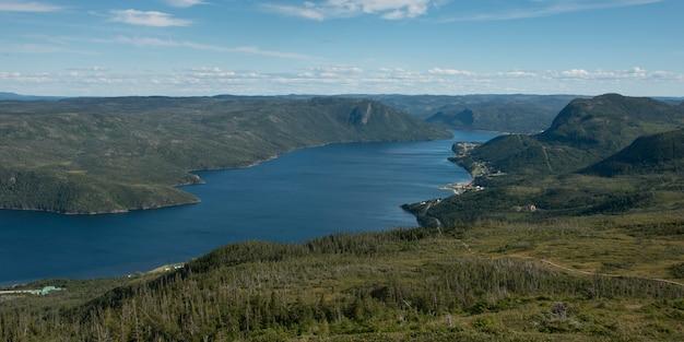 Bonne, baía, e, vigia, colinas, em, parque nacional groro morne, newfoundland labrador, canadá
