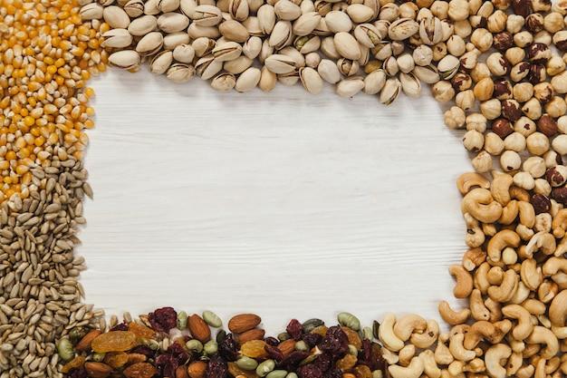 Borda de sementes e nozes