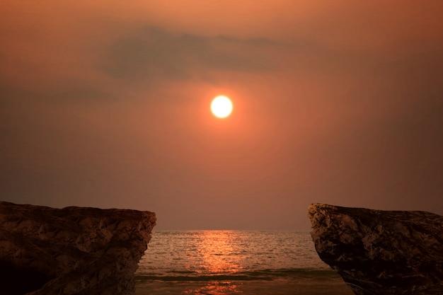 Borda de um penhasco com vista para o mar
