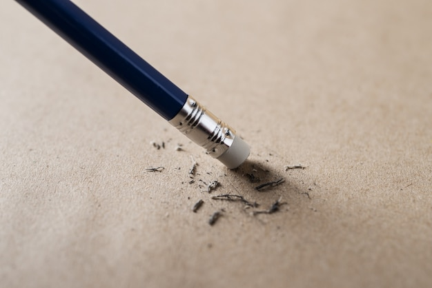 Borracha e conceito de lápis de erro