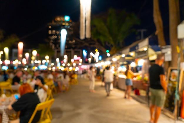 Borrão abstrata e mercado de rua à noite desfocado